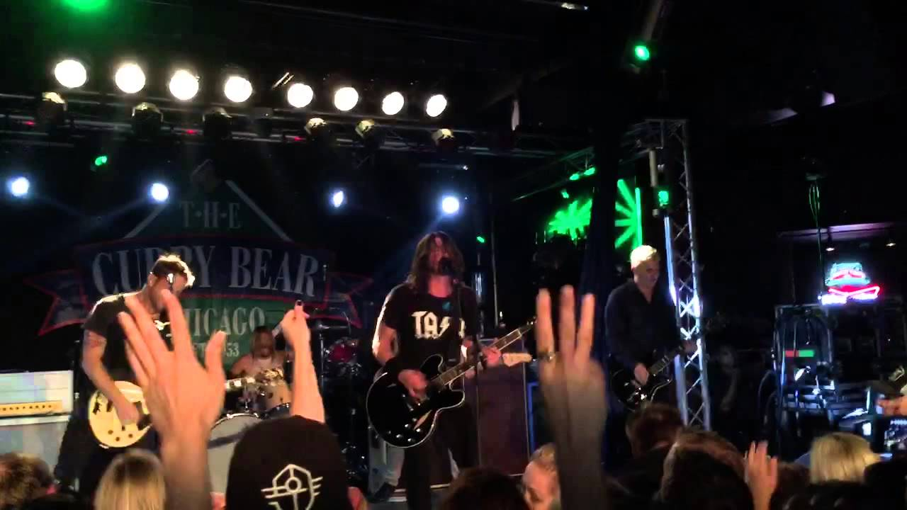 Watch The Foo Fighter S Encore Everlong At The Cubby Bear