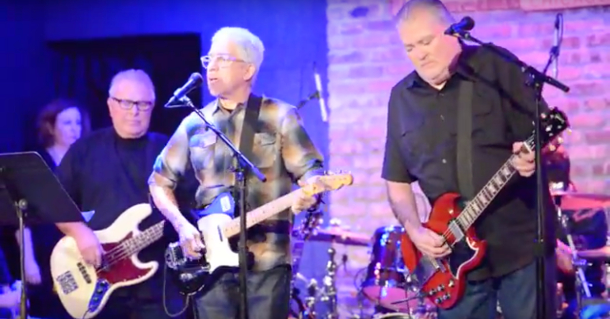 Watch Los Lobos Cover \